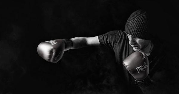 Illustration homme qui boxe